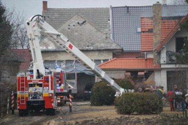 Novomestskí hasiči likvidovali požiar v Potvoriciach.