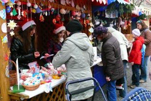 Vianočné trhy v Trenčíne začali v piatok 2. decembra detským jarmokom
