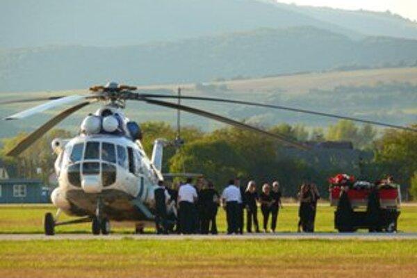 Na trenčianske letisko priviezol hokejistu vrtuľník ministerestva vnútra.