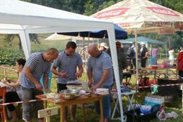 Gulášová súťaž prilákala do Dolnej Poruby aj partiu spoza rieky Morava
