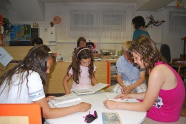 V novomestskej knižnici vytvorilo 125 čitateľov novomestský rekord.