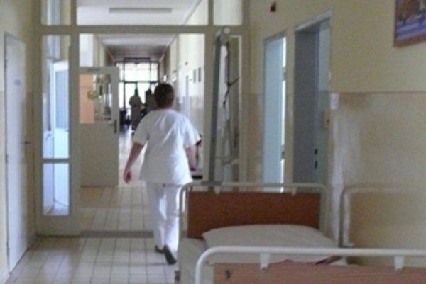 Ilustračné foto. Zdravotné sestry v trenčianskej nemocnici sa v utorok na znak protestu oblečú do čiernych tričiek.