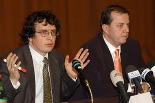 Richard Rybníček (vpravo) a Marcel Para v roku 2003, v čase, keď spolu riadili Slovenskú televíziu.