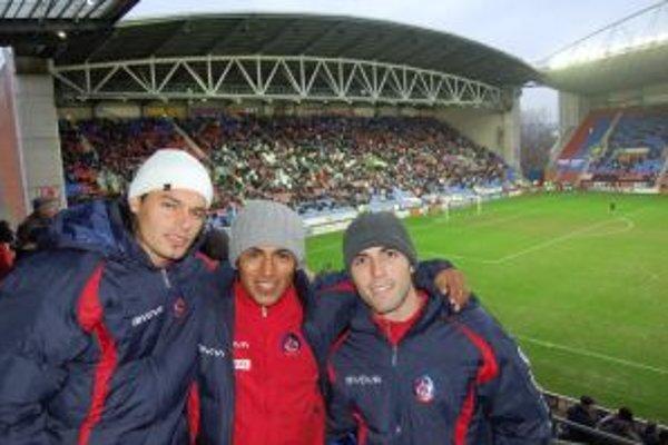 Trenčianski futbalisti si pred prípravným zápasom pozreli zápas Premier League.