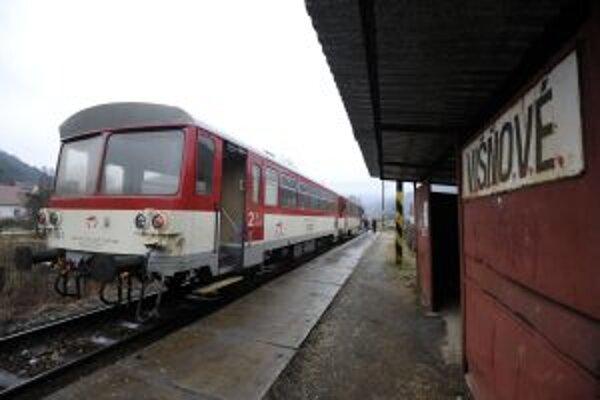Železničná zastávka v obci Višňové, ktorá iniciovala petíciu na záchranu železničnej trate č. 121 Vrbovce - Nové Mesto nad Váhom.