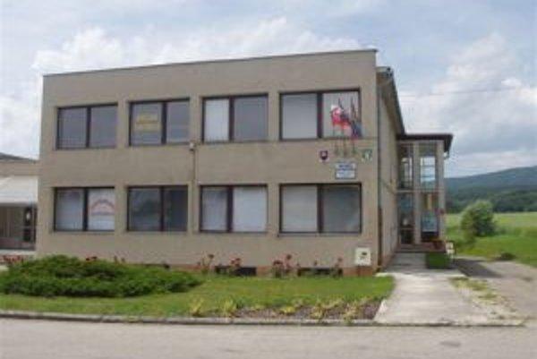 Ilustračné foto. Obecný úrad v Motešiciach.