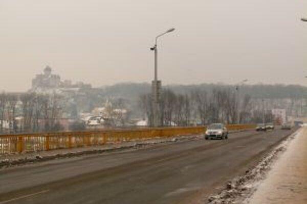 Vodiči v Trenčíne si na nový most musia ešte počkať.