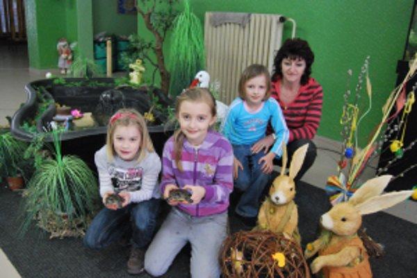 Sviatky jari privítali so žiakmi ZŠ na Odborárskej ulici aj dve korytnačky