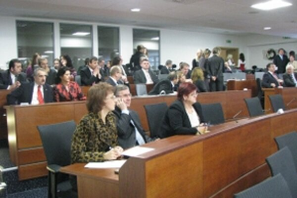 Poslanci TSK zvolili podpredsedov kraja z radov koalície a obsadili komisie pri zastupiteľstve