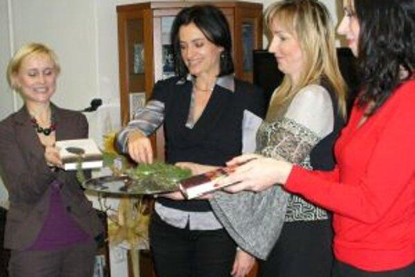 """Spoločný """"knižný krst"""", vľava Barbora Kardošová a vpravo Eva Borušovičová."""