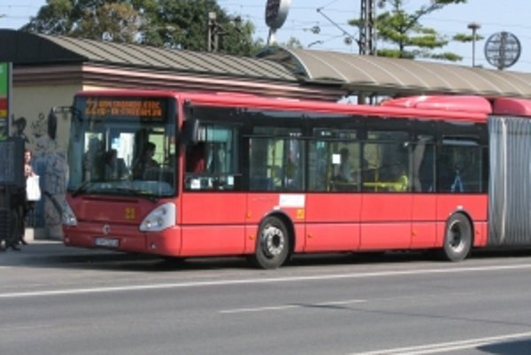 Cestovné v trenčianskych autobusoch pre mýto zatiaľ zvyšovať nebudú