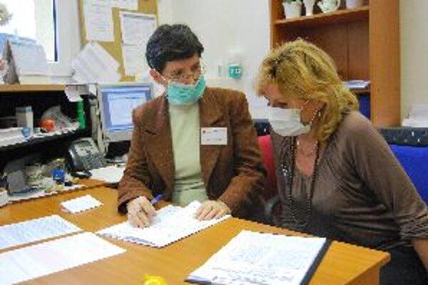 Pracovníčky na úrade sa boja prasacej chrípky