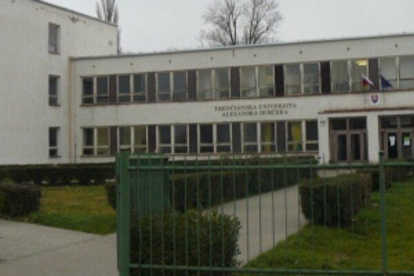 Výzvy na odstúpenie vedenia trenčianskej univerzity prišli z Fakulty mechatroniky