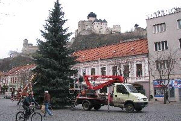 Vianočný strom dnes rozsvieti Mikuláš