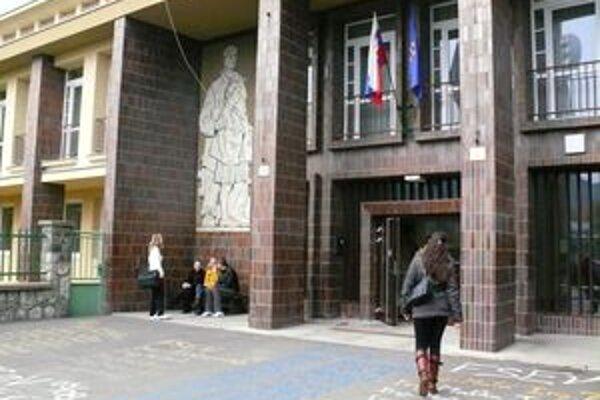 Komisia prešetrí postupy univerzity