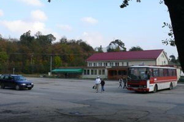V Starej Turej sa zatiaľ oprava autobusovej stanice nechystá.