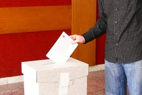Aby bolo ľudové hlasovanie platné, musí sa ho zúčastniť viac ako 50 percent voličov.