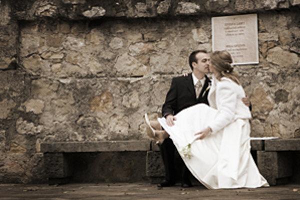 Snúbecni stále častejšie vyhľadávajú netradičné miesta na ich svadobný obrad. obľúbené sú historické priestory a hrady.