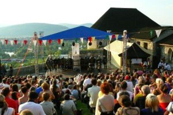 Tohtoročné Trebčianske hradné slávnosti navštívil rekordný počet návštevníkov. Hrad  v sobotu večer museli pre ďalších uzavieť.