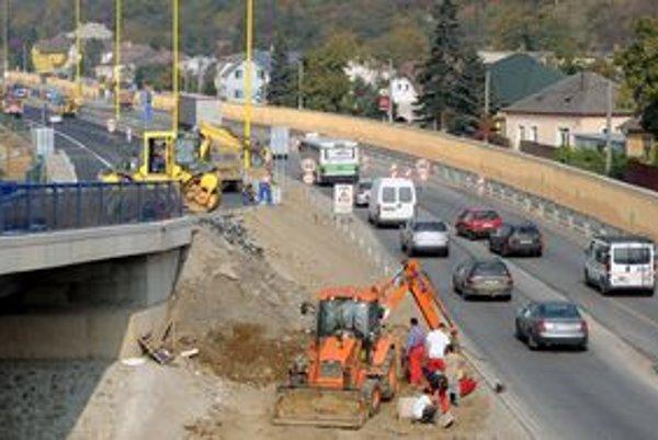 Skanska bude opravovať cesty v Trenčianskom kraji.