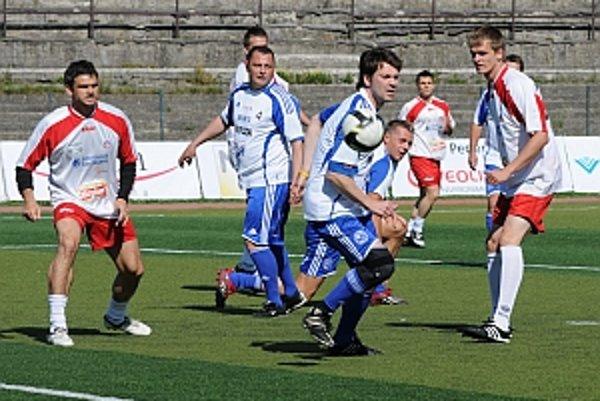 Vrcholom akcie Hviezdy deťom bol futbalový zápas medzi tímom MUFUZA a športovými hviezdami.