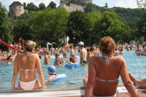 Počas tejto letnej sezóny sa pravdepodobne budú Trenčania kúpať na letnej plavárni naposledy.