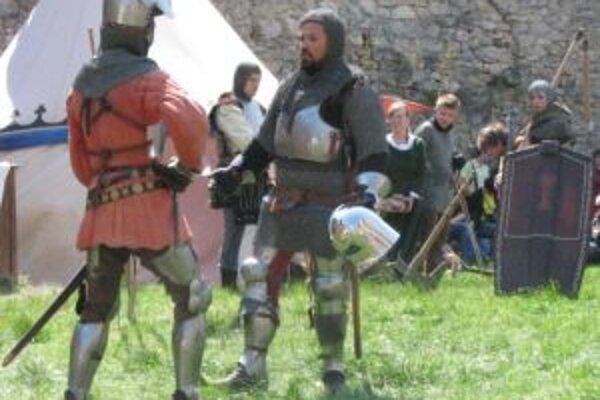 O vystúpenia rytierov na zrúcanine bol záujem.