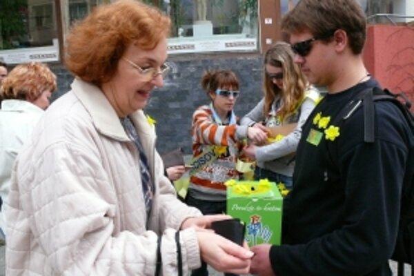 V minulom roku sa počas Dňa narcisov v Trenčianskom kraji vyzbieralo viac ako 82 000 eur, finančnú pomoc v kraji dostal Hospic Milosrdných sestier Refugium v Trenčíne.