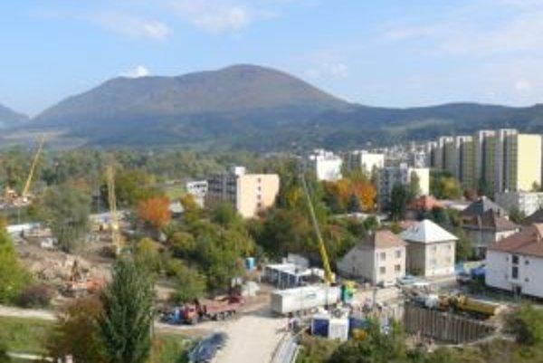 Na stavbe diaľnice v Považskej Bystrici bol ďalší pracovný úraz.