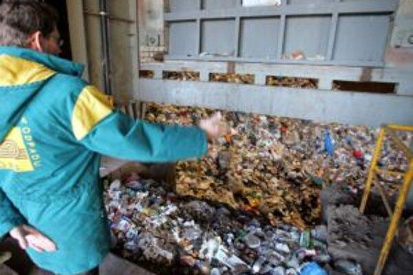 Na riešenie problémov s komunálnym odpadom majú starostovia odlišný názor.