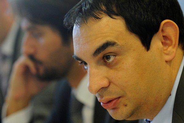 Zľava minister vnútra Robert Kaliňák a splnomocnenec vlády pre rómske komunity Peter Pollák.