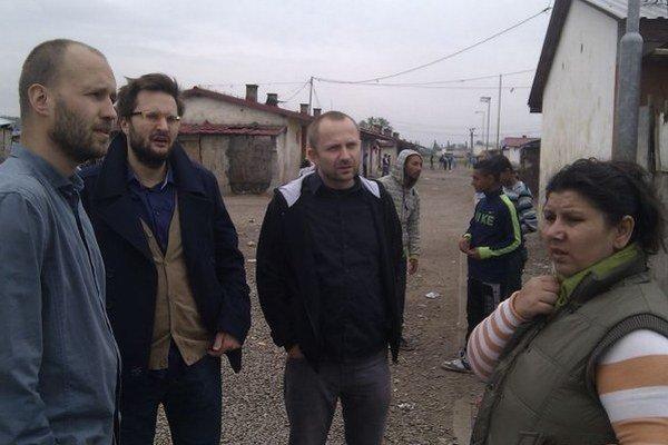 Organizátori festivalu Martin Vavrinčík z ETP, hudobník Matúš Vallo z Pary, Michal Kaščák z Agentúry Pohoda a šéfka komunitného centra Irma Horváthová.