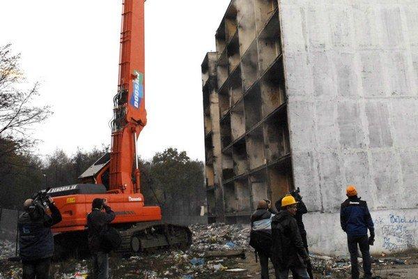 Búranie bytovky. Mesto ho nariaďuje pre narušenú statiku.
