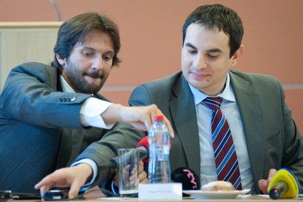 Zľava: Minister vnútra Robert Kaliňák a vládny splnomocnenec pre rómske komunity Peter Pollák.