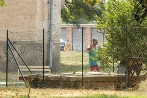 Segregačné múry a ploty na SlovenskuPlot v Zlatých Moravciach