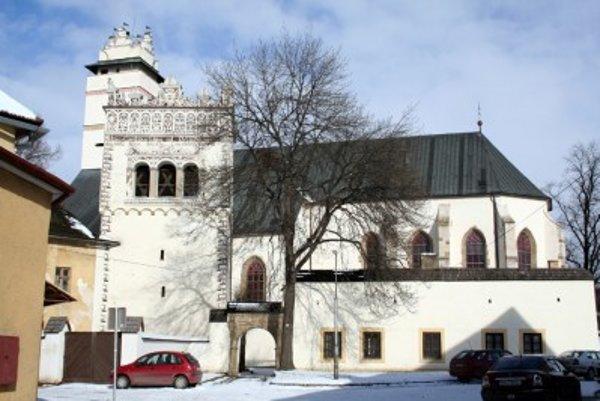 V Bazilike povýšenia Svätého kríža v Kežmarku majú tiež jednu z plastík Majstra Pavla.