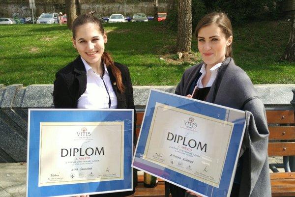 Diplomy pre v poradí druhú a tretiu.