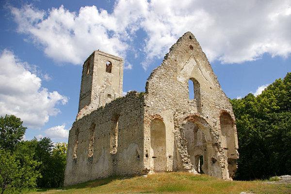 Katarínka. Zrúcanina kostola a kláštora sv. Kataríny.