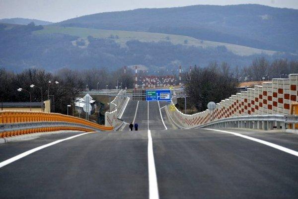 Nový cestný most v Trenčíne.