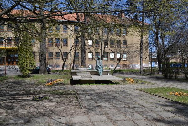 Pamätník B.S.Timravy v Lučenci.