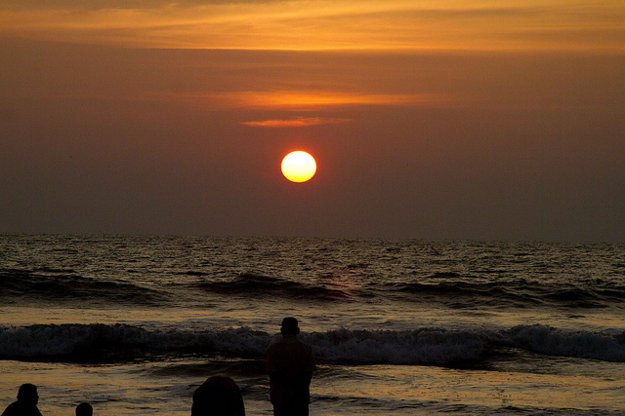 Západ slnka na pláži.