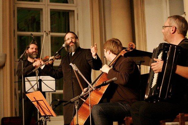 Rabín Baruch Myers študoval kompozíciu na prestížnej Julliardskej škole.
