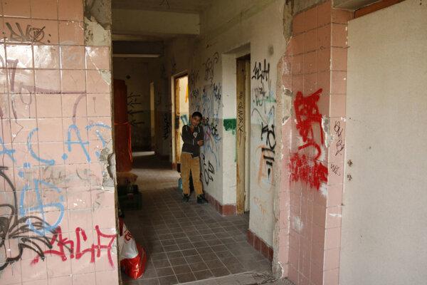 Dočasne sa usídlili v starej schátranej budove bývalej škôlky.