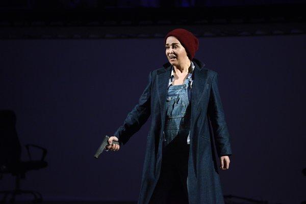 Vo Fideliovi spevácky dominuje Maida Hundeling ako Leonore.
