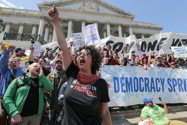 Protestujúci zo zoskupenia Jar demokracie.