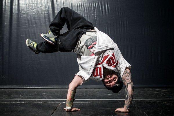 Martin Nespi Nespešný (1988)  Osem rokov tancuje v Street Dance Academy Laciho Strika. So skupinou Superheroes vyhral prvé miesto na akcii Life on the floor a tiež iné battle – 2vs2 aj 3vs3. Prihlásil sa do Talentmánie. S SDA vystúpil pred koncertom Pus