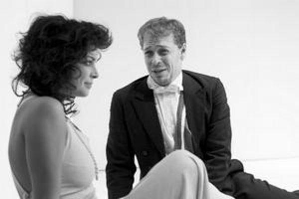 Medzi slovenských divadelníkov, ktorí sa podieľali na seriáli brnianskeho HaDivadla Premeny 20. storočia, patria aj Petra Vajdová a Marián Chalány – v tomto prípade ako protagonisti inscenácie Extase.