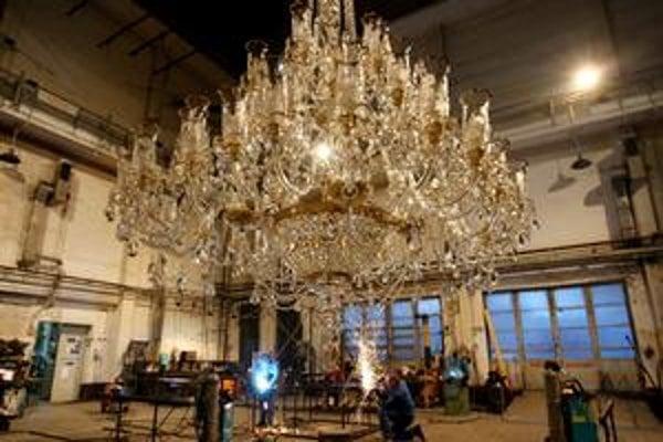 Okrem troch súborov oslavujú aj umelecko-dekoračné dielne. Polstoročnicu slávia špeciálnym večerom v réžii Pavla Smolíka, ktorý sa odohrá 19. septembra priamo v priestoroch dielní.