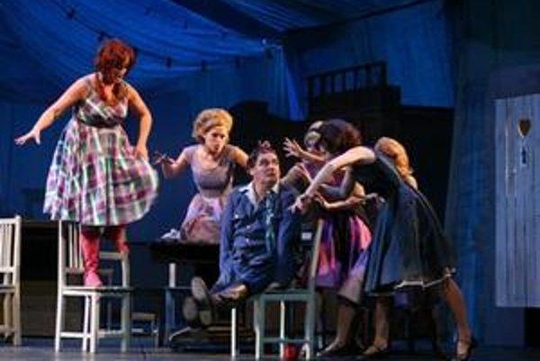Opera Slovenského národného divadla pripravila novú verziu svojho najčastejšie uvádzaného diela Predaná nevesta od Bedřicha Smetanu.