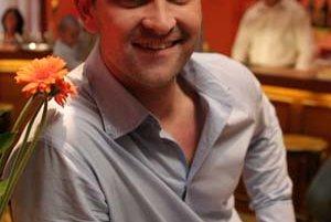 Tomáš Maštalír sa narodil 4. 9. 1977 v Trnave. Gymnázium vychodil v Modre, VŠMU skončil v roku 2000.Verejnosti je známy predovšetkým ako sympatický doktor Michal Gregor zo seriálu televízie Markíza Ordinácia v ružovej záhrade. Je členom umeleckého súboru